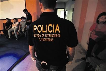 SEF detém suspeita de explorar sexualmente compatriotas