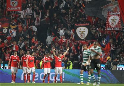 Golo de Javi Garcia isola Benfica na liderança (1-0)