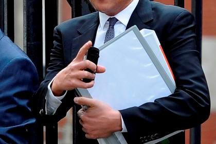 Estado paga milhões a advogados por ajuste directo