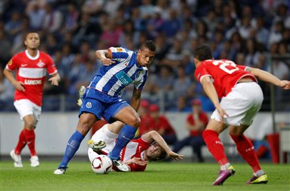 Benfica (4-1) e FC Porto (5-1) goleiam, Braga empata (1-1)