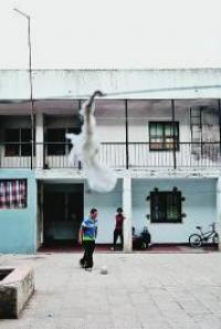 Moradores vigiam casas e conflitos