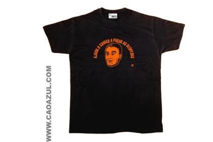 A T-shirt da marca Cão Azul