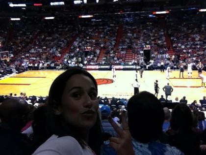Atriz assistiu à vitória da equipa da casa, os Miami Heat, sobre os Indiana Pacers