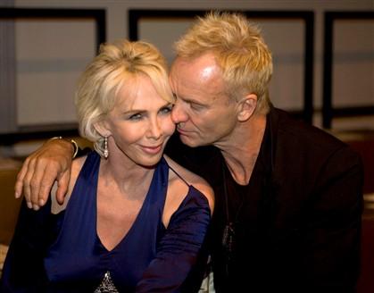 Sting e a mulher apanhados a fazer sexo num restaurante