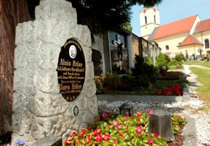 Lápide dos pais de Hitler removida do cemitério