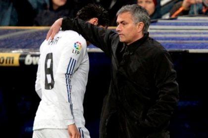 Mourinho castiga Higuaín e Kaká