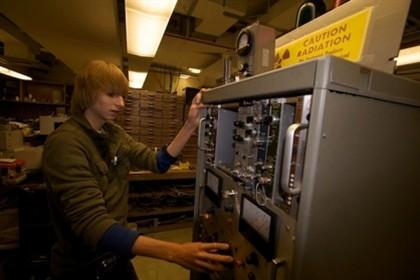 Menino de 14 anos constrói reator nuclear
