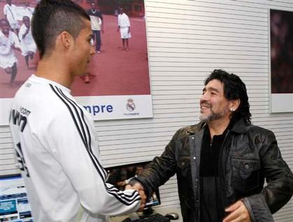 """Maradona: """"Ronaldo merece uma estátua em Lisboa"""""""