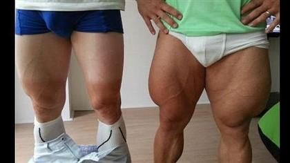 Duelo de músculos entre ciclistas Ng2052407