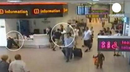 aeroporto - [Internacional] Pais deixam filha no aeroporto para não perder avião Ng2055155