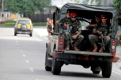 Jipe do exército brasileiro em patrulha junto à praia de Ipanema durante a Conferência Rio+20