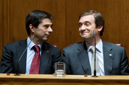 Vitor Gaspar e Passos Coelho, ministro das Finanças e primeiro-ministro de Portugal