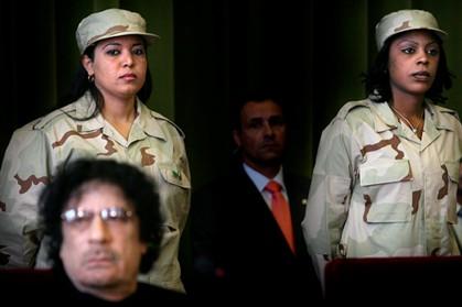 """A guarda pessoal de Kadhafi era composta somente por mulheres, conhecidas como """"amazonas""""."""