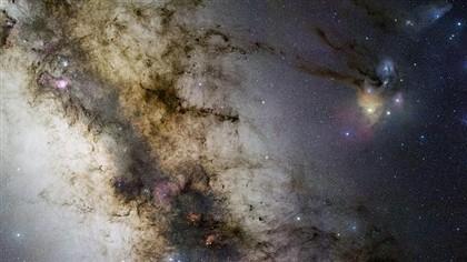 A imagem da Via Láctea com o aglomerado de estrelas.