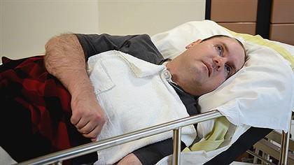 Scott Routley numa imagem da BBC. Sofreu graves danos cerebrais num acidente, há 12 anos