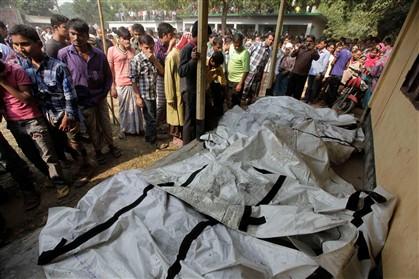 Pelo menos 121 mortos em incêndio em fábrica de têxteis
