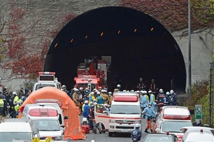 Bombeiros à entrada do túnel