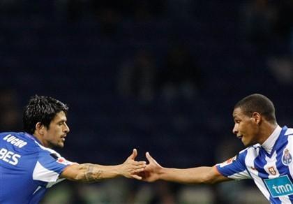 Lucho e Fernando, dois simbolos do actual FC Porto. Fonte: http://www.dn.pt/