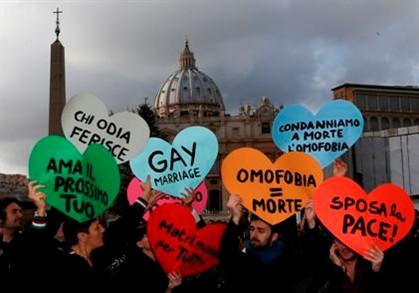 Defensores dos homossexuais protestam junto ao Vaticano