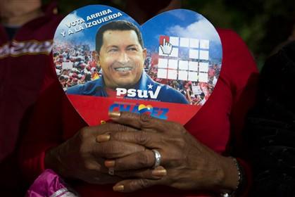 Os venezuelanos rezam por Hugo Chávez