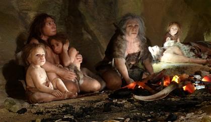 Exposição no Museu do Neandertal, na Croácia, recria o dia a dia dos antepassados do Homem