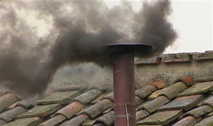 Fumo negro na manhã do segundo dia do Conclave