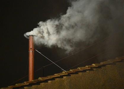 Fumo branco no Vaticano: 'Habemus Papam'