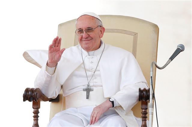 Em domingo de Páscoa, Papa publica mensagem no Twitter