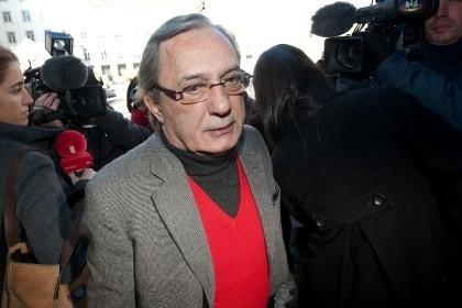 Carlos Cruz entregou-se na prisão da Carregueira