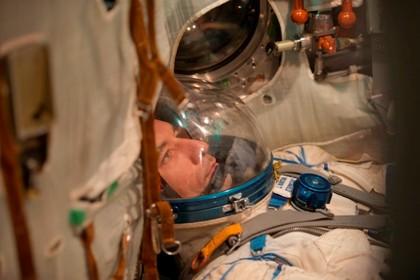 Três astronautas regressaram à Terra