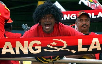 Angolanos torcem pela sua equipa de futebol
