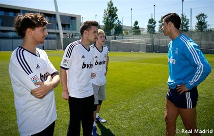 One Direction treinam com Cristiano Ronaldo