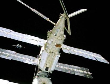 Nave russa Soyuz acoplou com sucesso à EEI