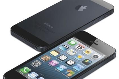 Mulher morreu eletrocutada enquanto falava com iPhone 5