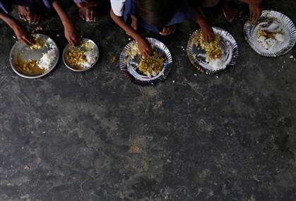 Diretora obrigou alunos a ingerir refeição envenenada