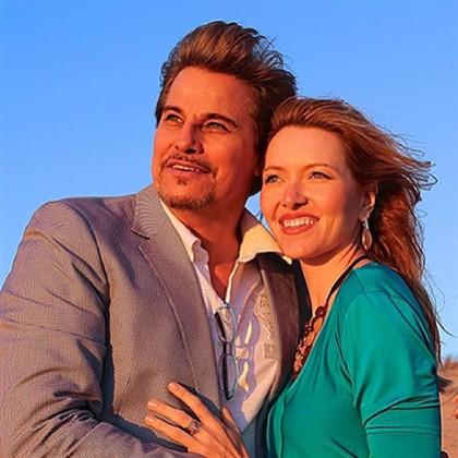 O par mostrou-se inspirado pelo pôr-do-sol num clima romântico