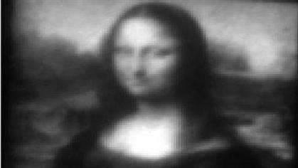Mona Lisa mais pequena que a espessura de um cabelo
