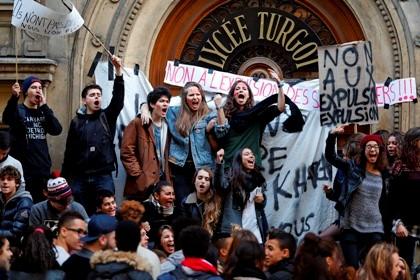 Estudantes protestam contra a expulsão de Leonarda Dibrani