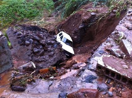 Automóvel apanhado por temporal na Madeira