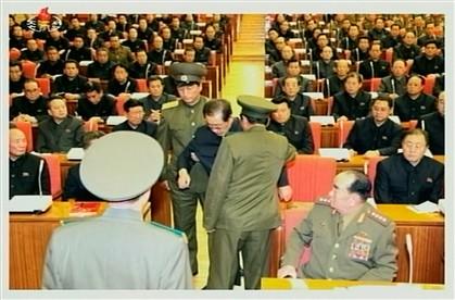 Foto mostra momento do afastamento do tio de Kim