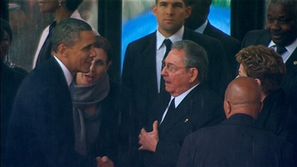 Aperto de mão histórico entre Obama e Raúl Castro
