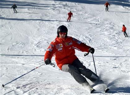 Michael Schumacher, a esquiar, numa fotografia de arquivo tirada em 2005