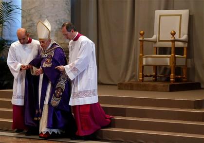 Bento XVI durante as cerimónias da quarta-feira de cinzas.