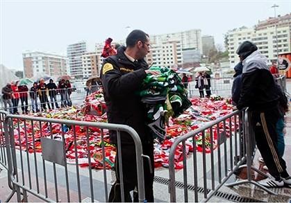 Benfica tira cachecóis dos rivais por razões de segurança