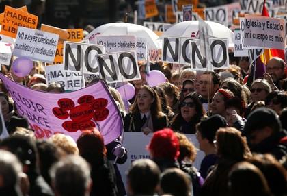 Milhares em Madrid contra alteração a lei do aborto