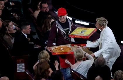 O momento em que Ellen DeGeneres começa a distribuir pizza pela plateia dos Óscares