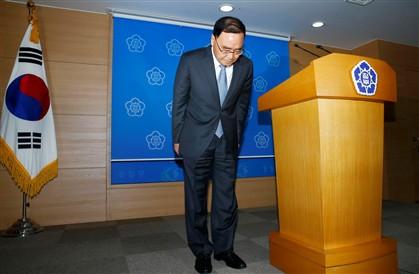O primeiro-ministro sul-coreano após a intervenção televisiva em que anunciou a sua demissão