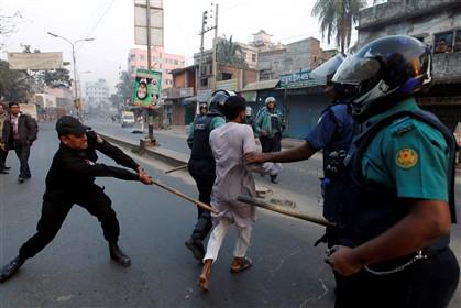 Cenas de repressão no Bangladesh