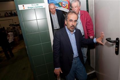 Paulo Rangel em visita à Adega Cooperativa de Valpaços, com o apoio do antigo presidente do PSD Luis Filipe Menezes