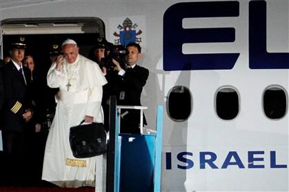 Papa admite que celibato não é dogma na Igreja Católica